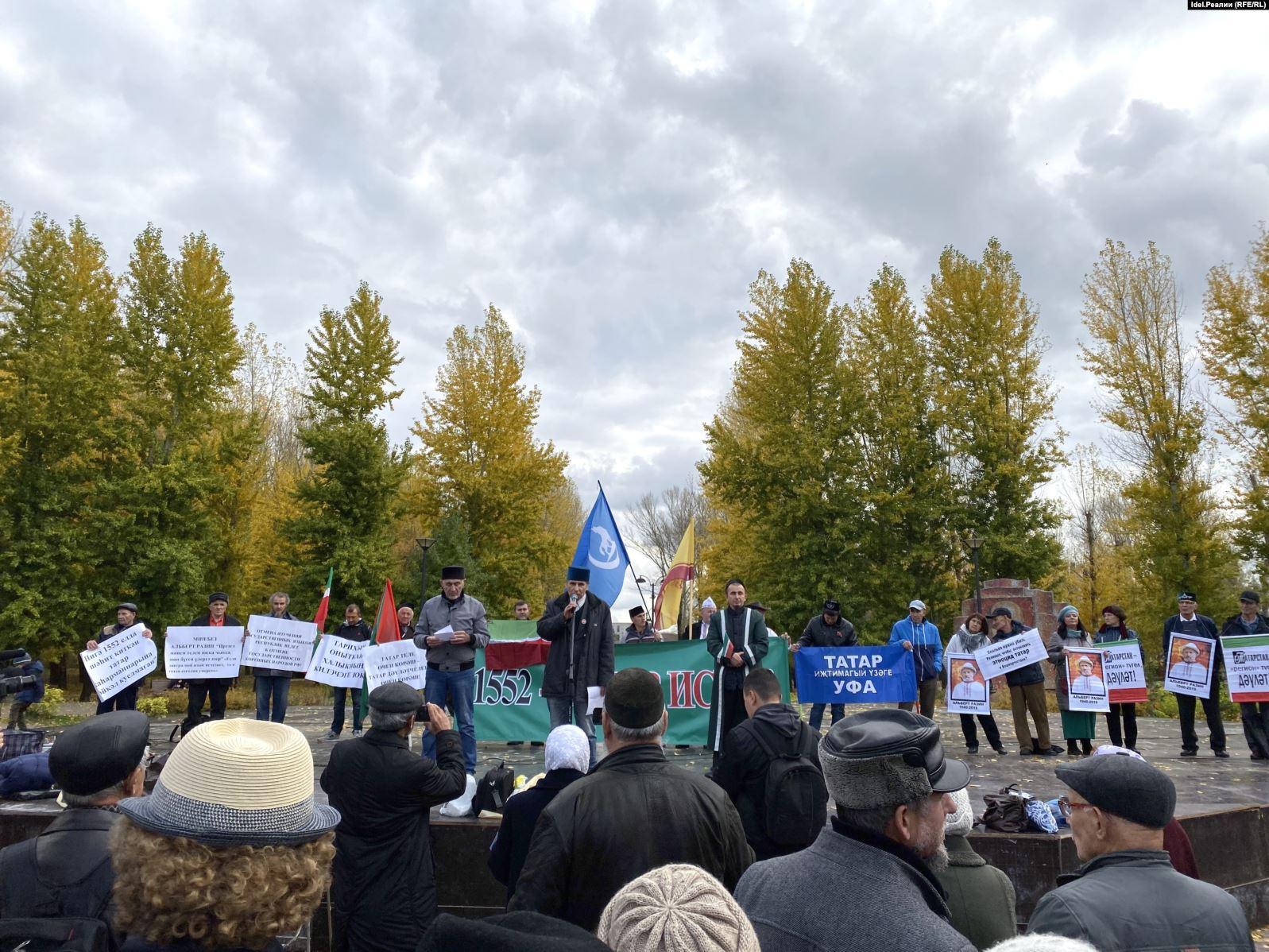 В казанском парке Карима Тинчурина проходит митинг, посвященный Дню памяти павших при захвате города войсками Ивана Грозного