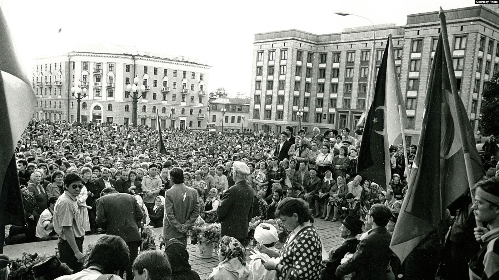 Казан, Ирек мәйданы, 1990нчы еллар