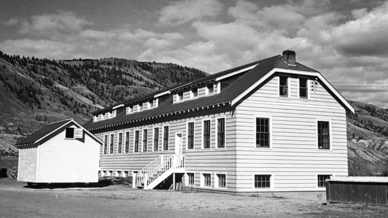 Школа-интернат в Камлупсе была основана в 1890 году